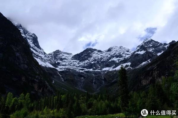 """在3800米的海拔拉练为的是适应海拔,主要走在草甸和木栈道上,脚的体会是""""放飞自我""""。"""