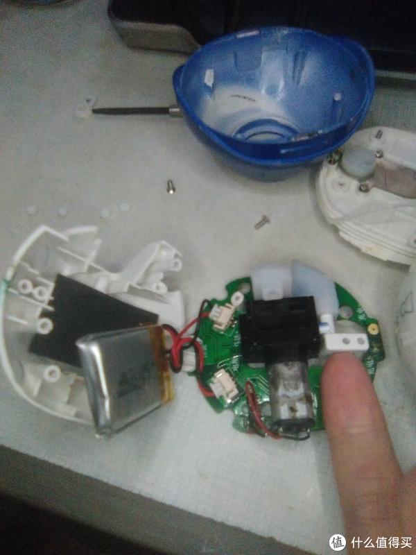 小拇指旁边的电机有氧化污渍