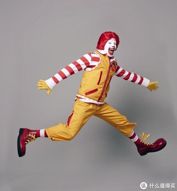 【值日声】板烧5元,麦币炒到800块!麦当劳改名后是要逆天改命了?如今的KFC和金拱门,你站谁?