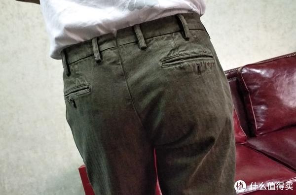 PT01橄榄绿人字纹休闲裤
