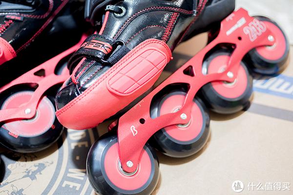 保护加厚垫片,侧刹车时可减少鞋面磨损