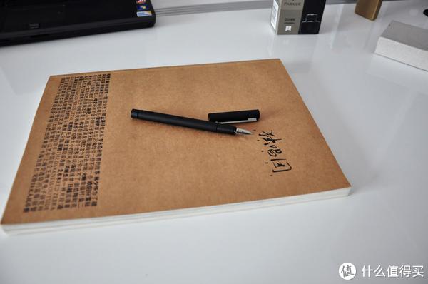 笔夹很有质感,不锈钢银色拉丝,笔夹上有lamy的印字