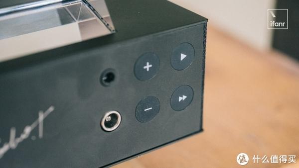 为了体验重新定义「悬浮」的悬浮音箱,我找了一百个角度