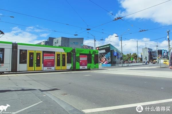 墨尔本的电车网络十分发达,而且有部分还能免费乘坐