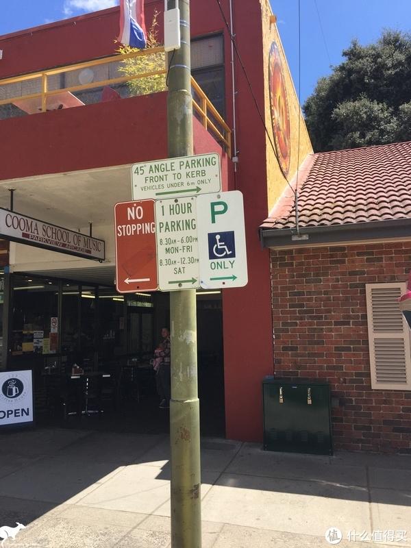 这个停车牌的意思就是在规定时间内能免费停车1个小时