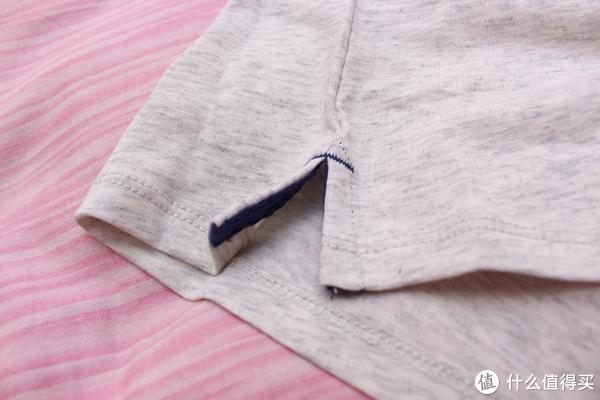 衣服两侧会有开叉,并缝有布料