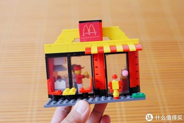 金拱门吸引小朋友的不只是鸡肉,还有那些小玩具