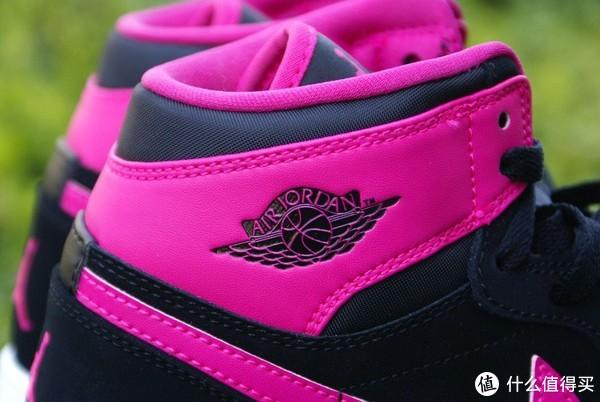 Nike AIR JORDAN 1 情人节限定版高帮篮球鞋开箱晒物