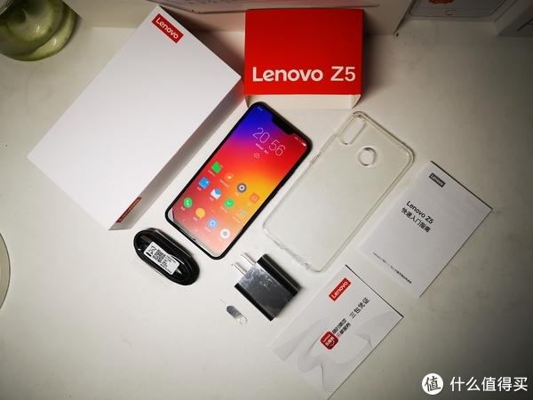 标配包装内涵:手机主机,橡胶保护壳,充电头,数据线,SIM取卡针,说明书,保修卡。