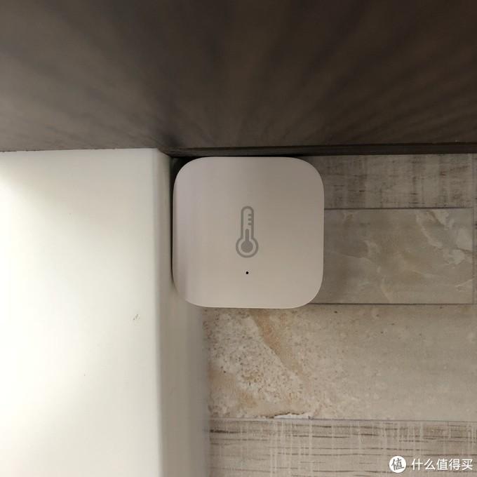 ×塞在客厅角落的Aqara温湿度传感器×