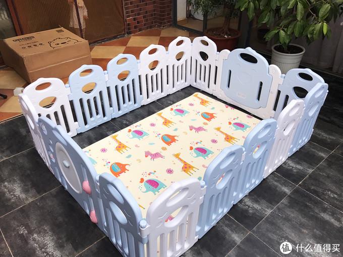爸爸心得:爱爬的宝宝更聪明,宝宝爬行垫怎么选?小试牛刀贝瓦pvc双面防滑地垫+围栏