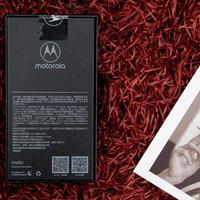 摩托罗拉 motorola z3 智能手机开箱展示(尺寸 屏幕 天线 电池)