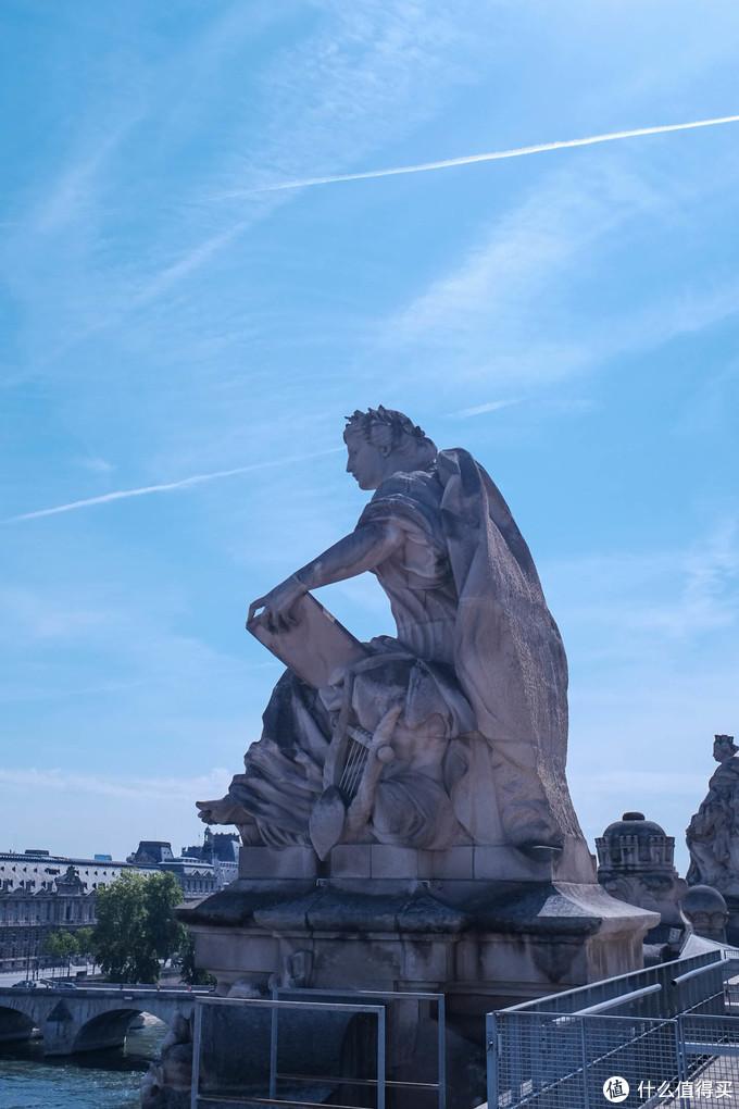 奥赛博物馆的屋顶,可以俯瞰塞纳河,也有餐厅和简餐可供选择。