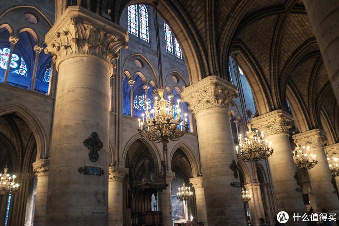 巴黎圣母院,华丽,幽暗,神秘。