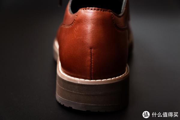 鞋跟高度约3.2cm,有一定的增高效果