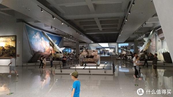 地下一层展区,主要陈列坦克装甲车辆、各型火炮、U2飞机残骸、红旗2号导弹