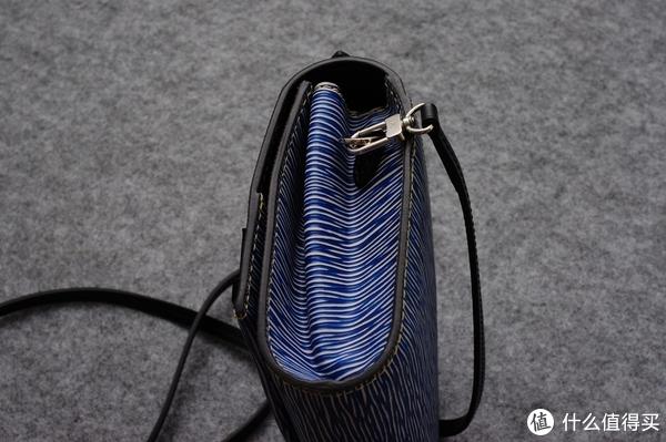 坡县入手,据说是断货配色的LV Cléry手袋