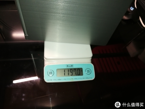 也不知道是不是我称坏了,还是我机身本身重一点,比标称的1180g重了17g