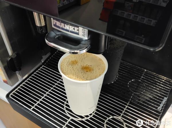 从一杯打的如此之满的咖啡开始,便利蜂的套路好像不同以往