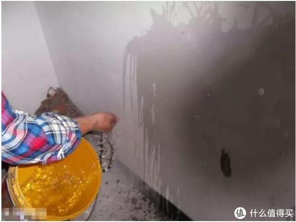 ▲白墙的耐水性测试