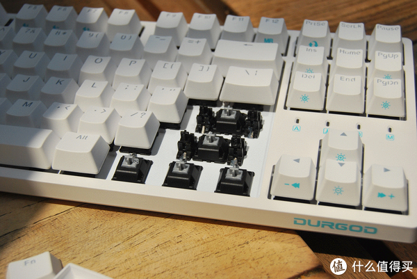 国产新晋小花旦—杜伽金牛座K320背光机械键盘评测
