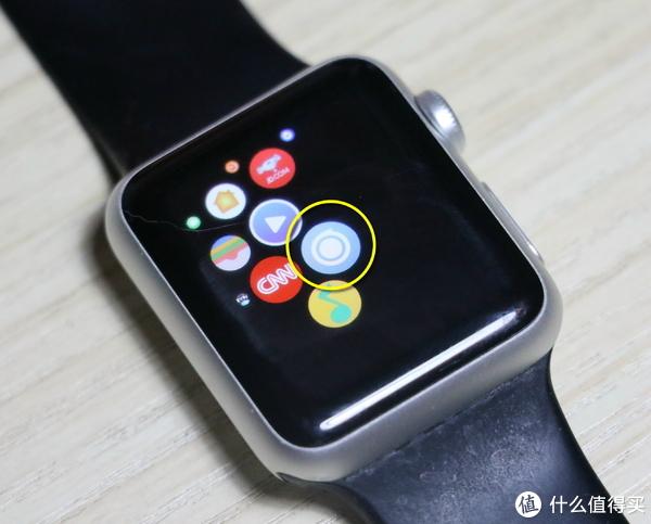 黄圈中是装好的DarknessBot 手表版app