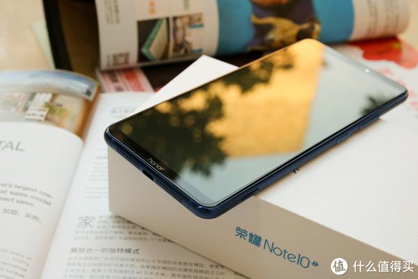 小六点评:荣耀Note10屏很大,一部游戏机的体验
