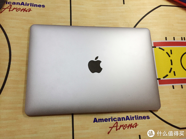 这就是我要拆的主角,2015年的12寸的老macbook  retina A1534。