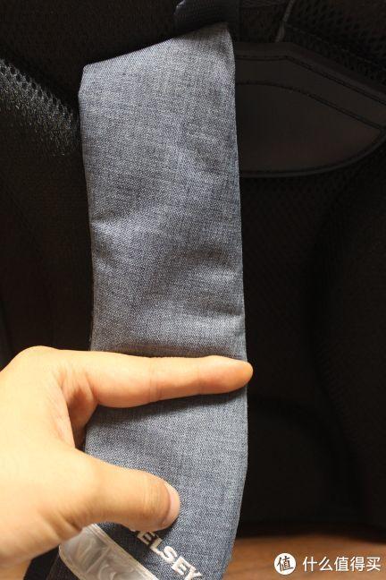 肩带宽度有一个成人食指那么长