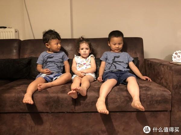 三个熊孩子的合影