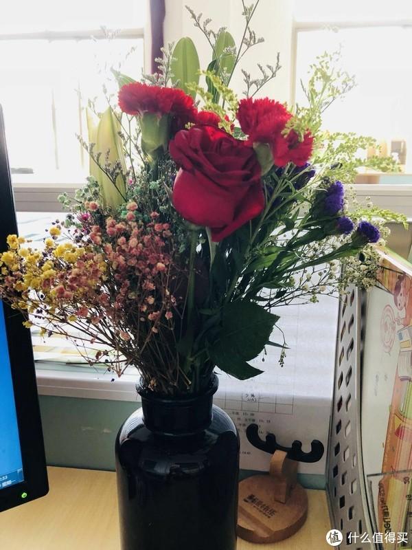 鲜花花瓶,很讨巧,知道老师这天没地方插花