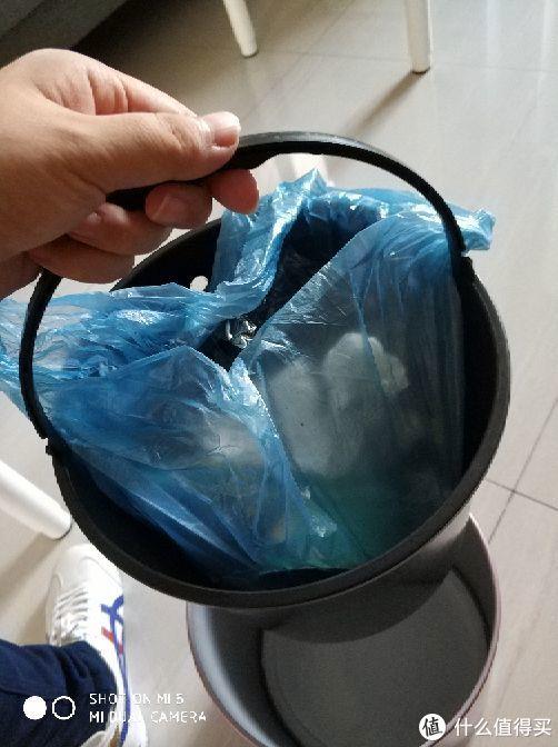 黑色带提手的内桶使用很方便。