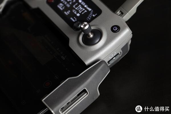 ▲遥控器侧面有三个档位拨钮,分别是S(运动模式) P(一般模式) T(三脚架模式)。