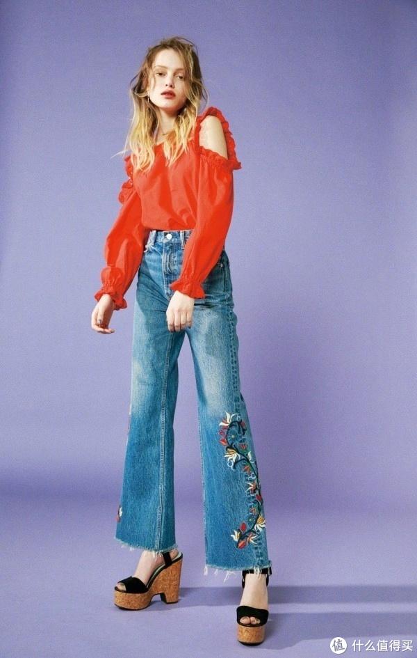 初秋穿牛仔裤,上衣怎么搭,才能时髦又吸睛?