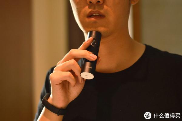 你以为是个手电筒,结果它是个剃须刀