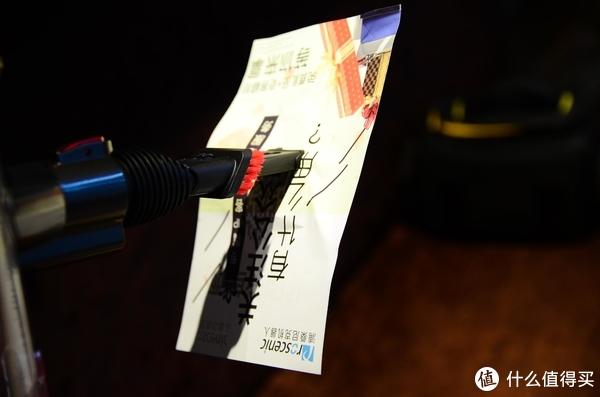 抛弃传统的扫把,使用这个无线手持吸尘器享受更为高效的清洁方式