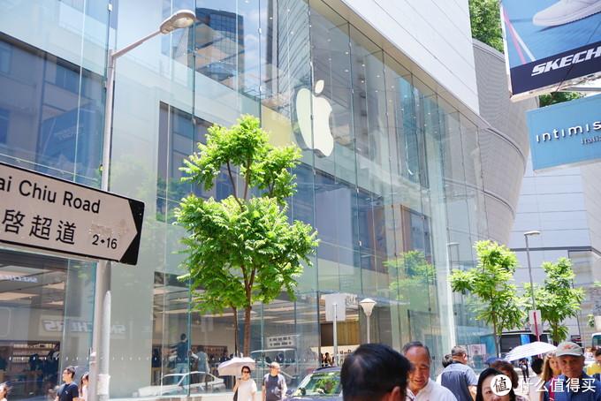 其实不必非要在苹果店里买,苏宁、丰泽、百脑汇等等谁家有银行卡返利就在哪家买。