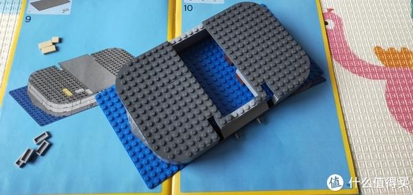 底座拼搭很简单,四周堆砌,遮挡中间就好