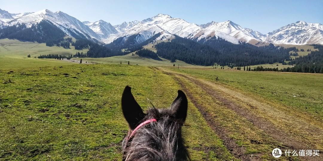 骑马上雪山