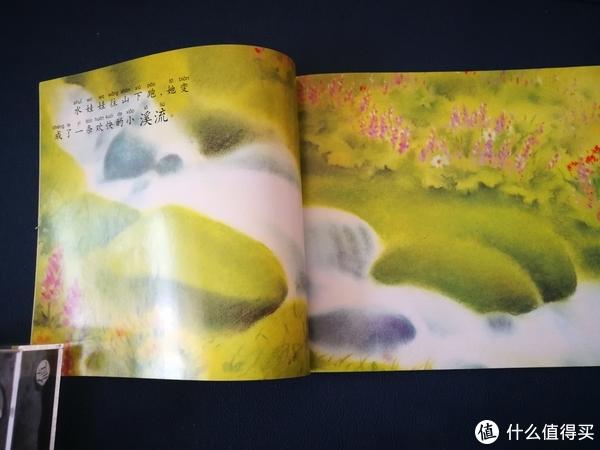 画的非常唯美,感觉是水粉画吧,挺有意境的