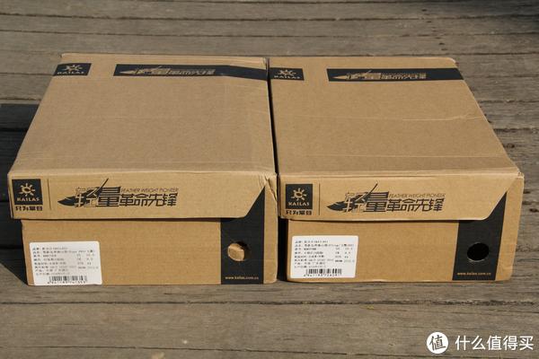 两个鞋盒放在一起,Fuga PRO的鞋盒比Fling的要宽20毫米。