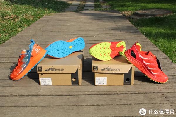 Fuga PRO和Fling的大底都是采用的是Vibram MEGAGRIP湿地止滑大底,抓地力好且耐磨。Fuga PRO还用到LITEBASE超轻鞋底科技,比上一代Fuga 2.0轻了30%,下面有我的称重图,所言不虚。