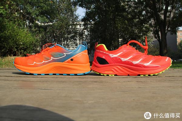 Fuga PRO鞋面采用高耐磨超轻TPU薄膜与高透耐磨网面搭配,更加轻盈透气。