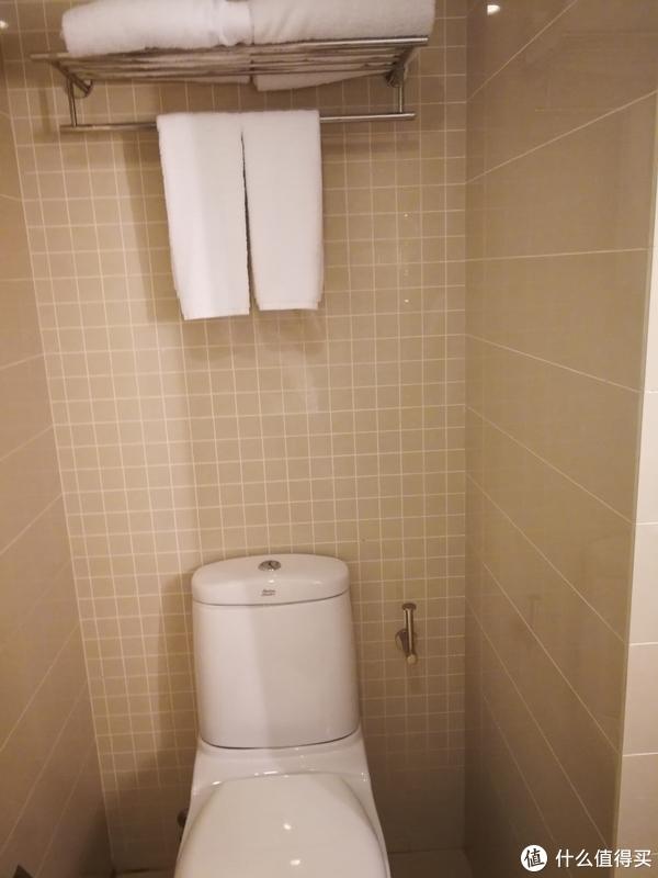浴室也一样小