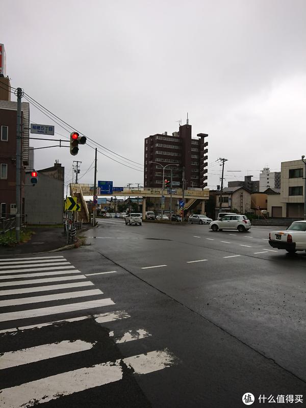 一路伴随着恼人的小雨进入小樽市区