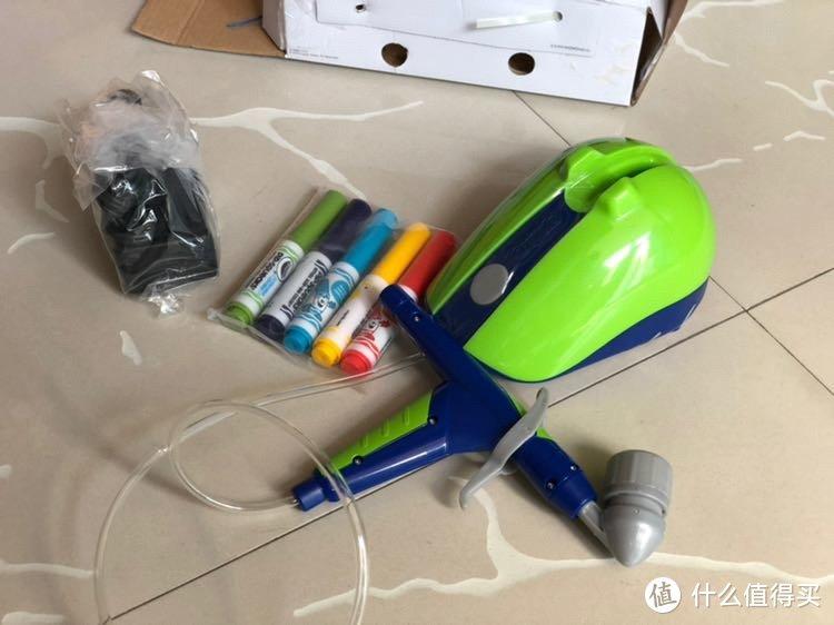 喷绘枪,电源线和五个颜料笔。