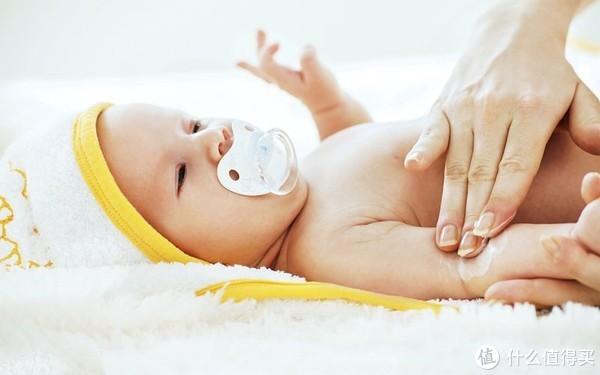 """#辛巴育儿#  秋季给宝宝穿衣谨记""""三寒一暖"""",让疾病远离宝宝!"""