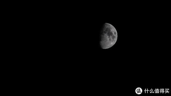 晚上的月亮也完美参与了整个实景演出