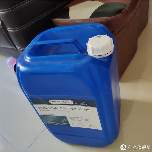 一箱无味煤油,打开油箱的确没有煤油的味道。