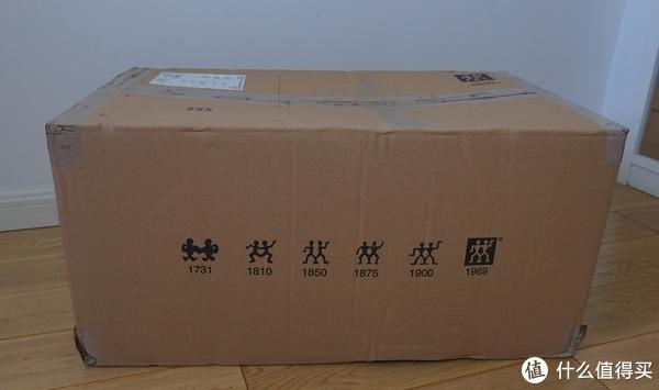 盒子上还印着双立人LOGO的变化历史